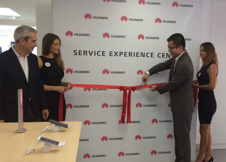 huawei service experience center chris lu ceo e tiago flores sales manager
