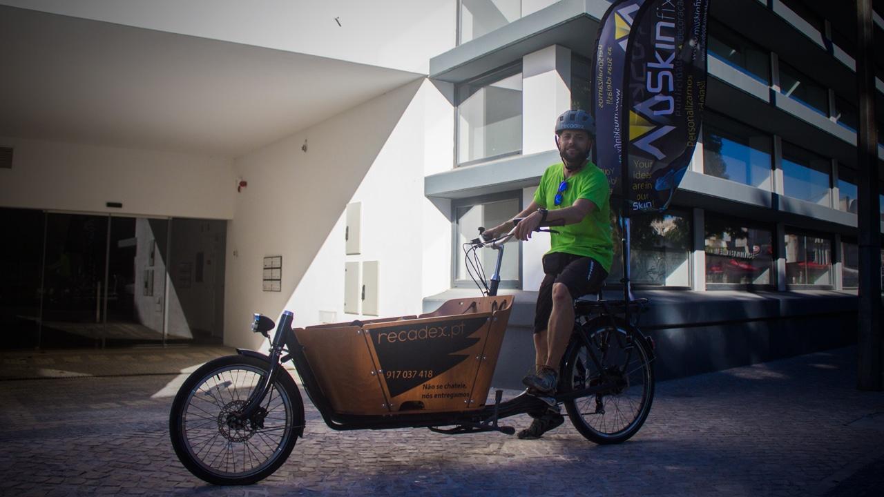 RecadeX: O homem da bicicleta facilita a tua vida em Torres Novas
