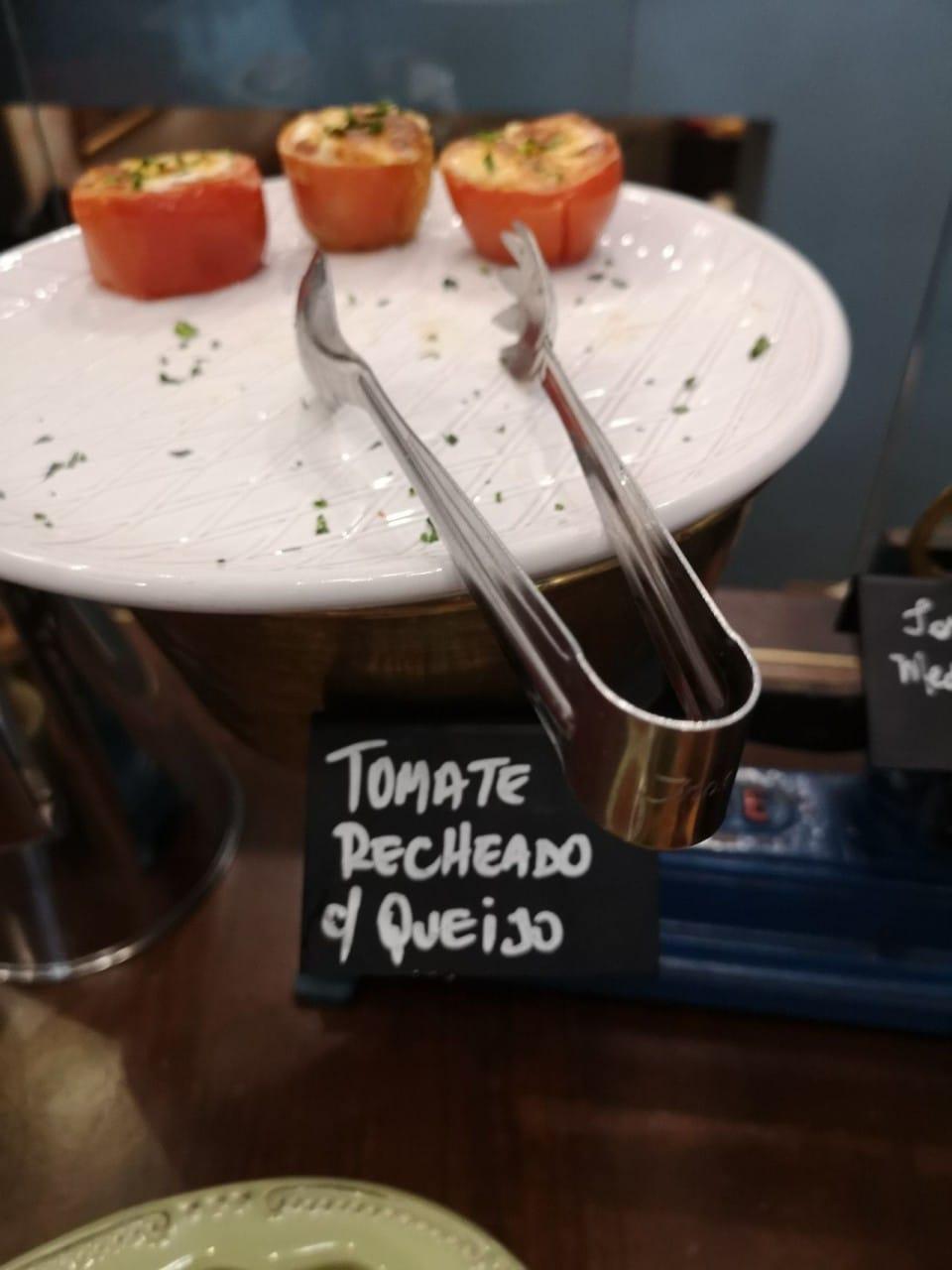 Tomate Recheado com Queijo
