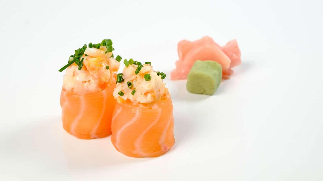 Gunkan com tartaro de camarão