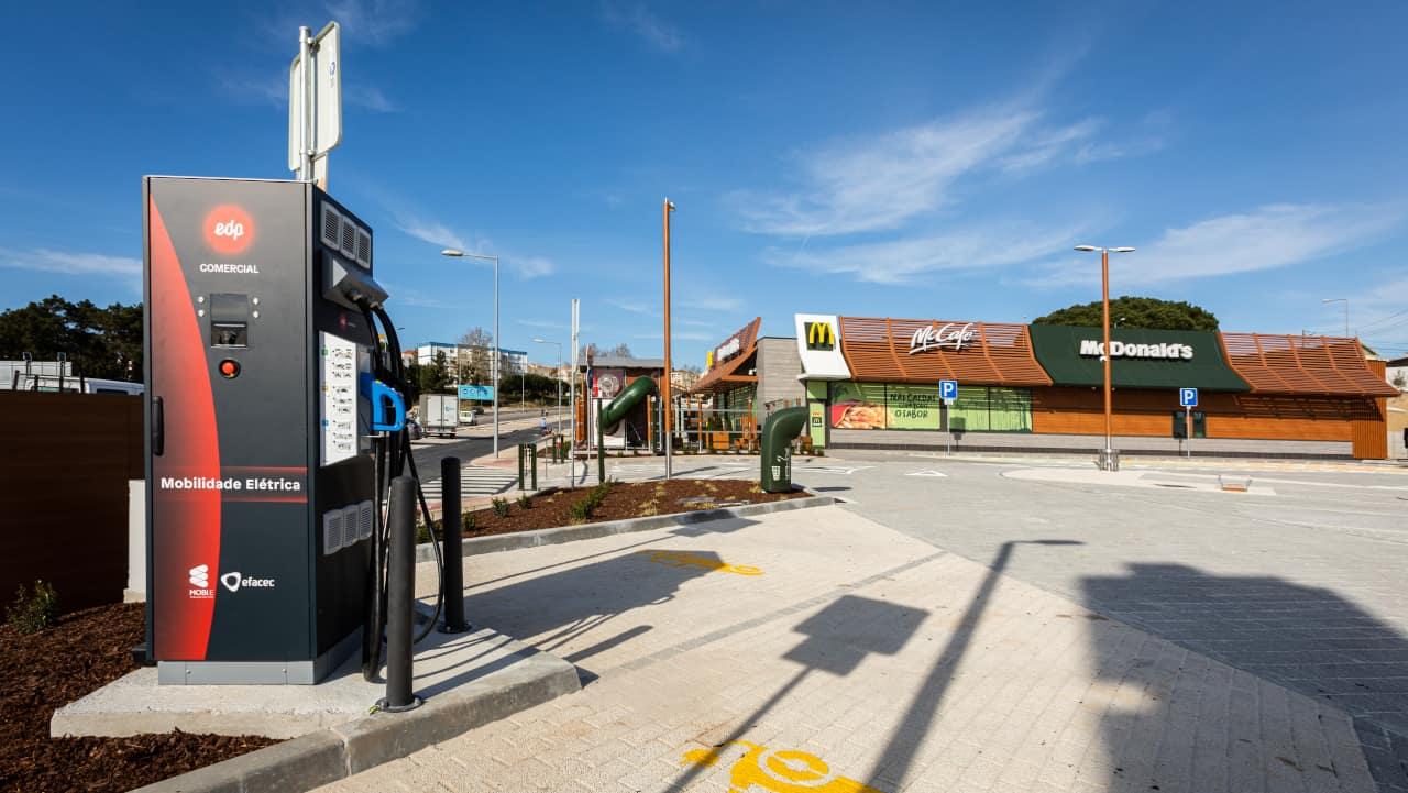 McDonald's - carregadores elétricos rápidos