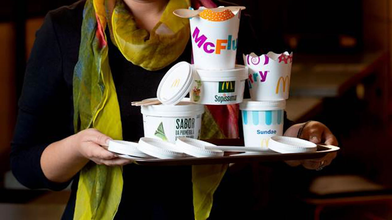 talheres em madeira e bioplástico - McDonald's