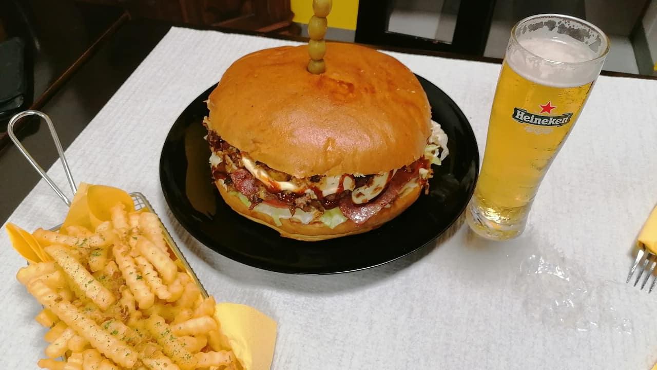 hambúrguer gigante setúbal - Calota (Burger Wheels)